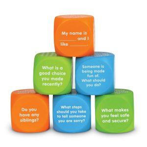 Cubos con frases en inglés